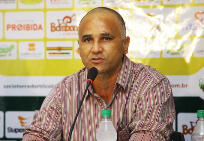 Oliveira Canindé, novo técnico do Sampaio (Foto: Flora Dolores/O Estado)