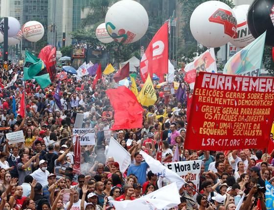 Protesto contra a reforma da previdência e propostas de alterações nos direitos trabalhistas na avenida Paulusta (Foto: Rogério Padula/FotoRua/Agência O Globo)