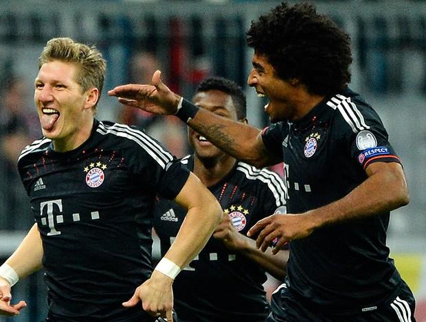 Bastian Schweinsteiger comemora gol do Bayern de Munique contra o Lille (Foto: AFP)