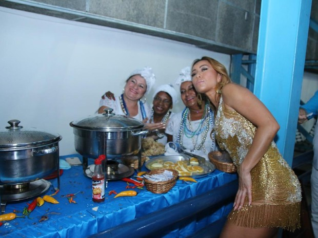 Sabrina Sato na feijoada da Vila Isabel (Foto: Daniel Pinheiro/AgNews)