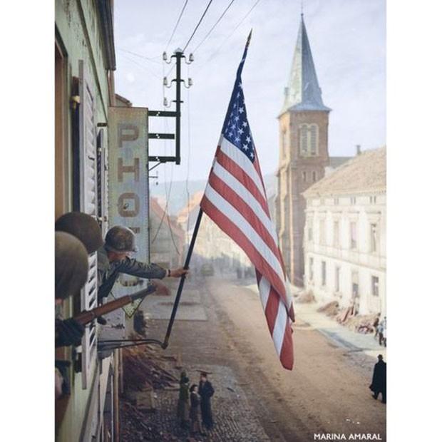Maioria das imagens coloridas por Marina é do início do século 20 (Foto: Marina Amaral)