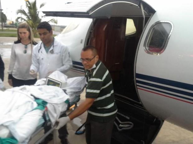 Márcio Ronny foi transferido para centro de referência de queimados, em Goiânia (Foto: Jade Bona/G1)