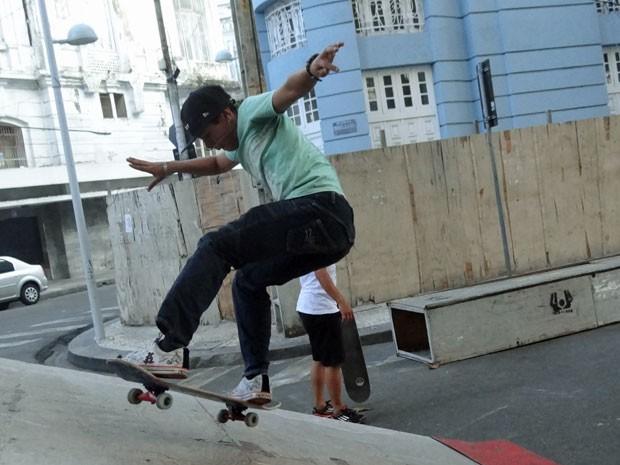 Skatistas e patinadores lotam ruas do Bairro do Recife (Foto: Renan Holanda / G1)