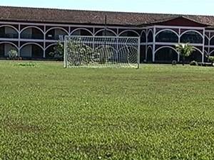 Escolinha de futebol é suspeita de maus-tratos a alunos, em Caldas Novas, Goiás (Foto: Reprodução/TV Anhanguera)