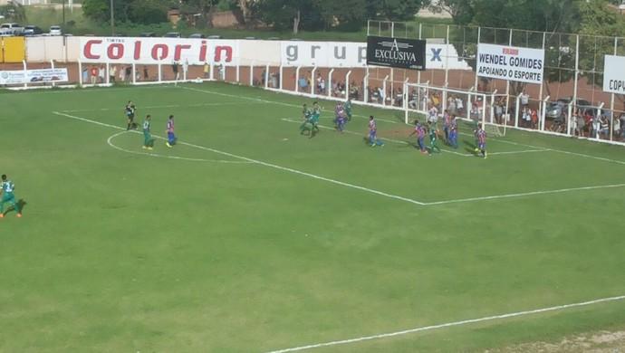 Gurupi empata com o Araguaína, no estádio Rezendão (Foto: Jairo Santos/TV Anhanguera)