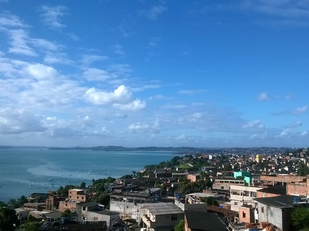 Vista do bairro de Plataforma, no subúrbio de Salvador  (Foto: Henrique Mendes / G1)