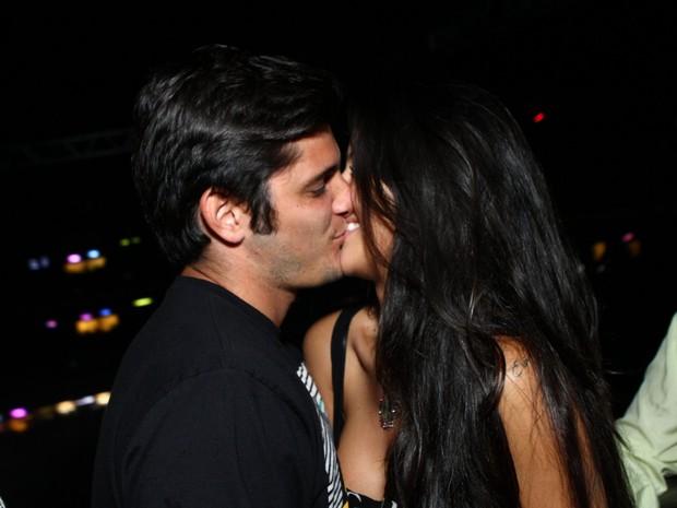 Bruno Gissoni e a namorada, Yanna Lavigne, em show no Rio (Foto: Raphael Mesquita/ Foto Rio News)