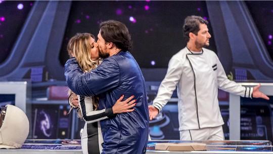 Ricardo Macchi dá beijaço em Mariana Santos no 'Tomara'; veja final alternativo