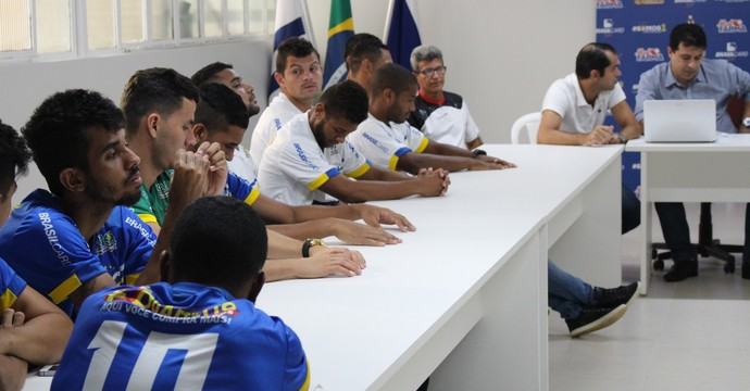 Palmas apresenta elenco (Foto: Edson Reis/ GloboEsporte.com)