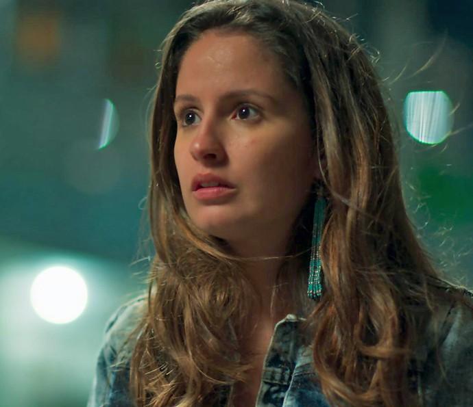 Nanda fica sem reação com o papo reto de Rômulo (Foto: TV Globo)