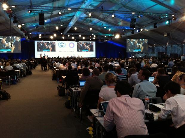 Plenária da COP 20, em Lima, no início da tarde deste sábado (13); negociações recomeçaram (Foto: Eduardo Carvalho/G1)