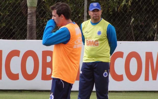 Celso Roth no treino do cruzeiro (Foto: Tarcísio Badaró / Globoesporte.com)