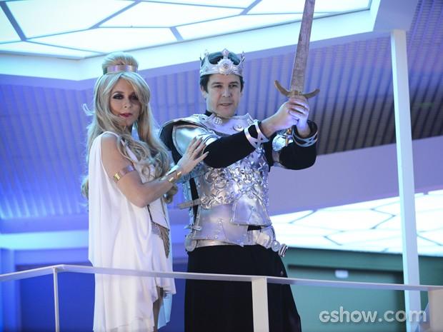 Pamela e Jonas aparecem vestidos de Princess Shelda e Ceutaurian Jaspar em festa à fantasia (Foto: Raphael Dias/TV Globo)