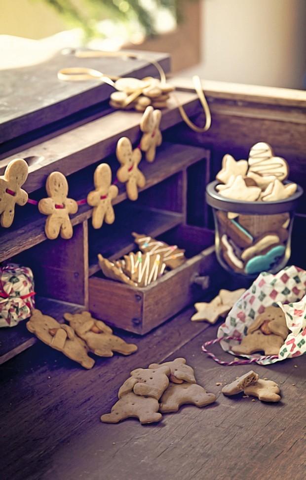 Biscoitos pelo fio. Biscoitos de Pamella Hein: para decorar e presentear. Escrivaninha da Grupo de Artes, pote da D. Filipa (Foto: Cacá Bratke para Casa e Comida)