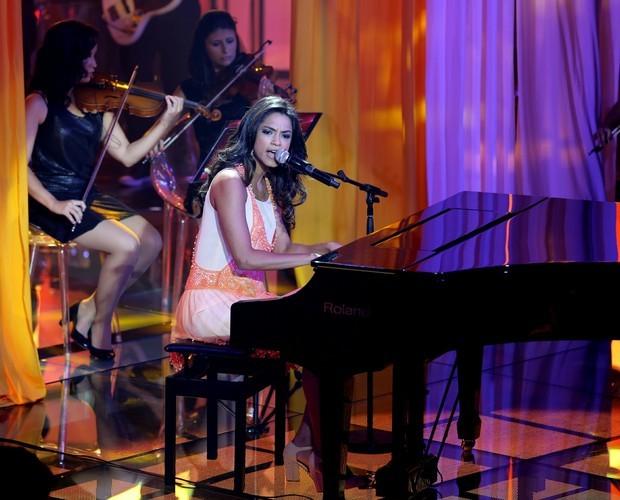 Lucy Alves toca piano na fase dos Shows ao Vivo (Foto:  Isabella Pinheiro/TV Globo)
