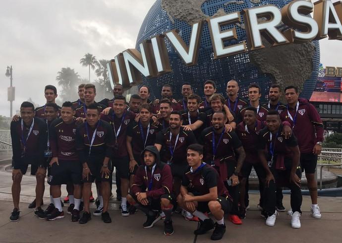Elenco do São Paulo vai ao parque da Universal, em Orlando (Foto: Divulgação)