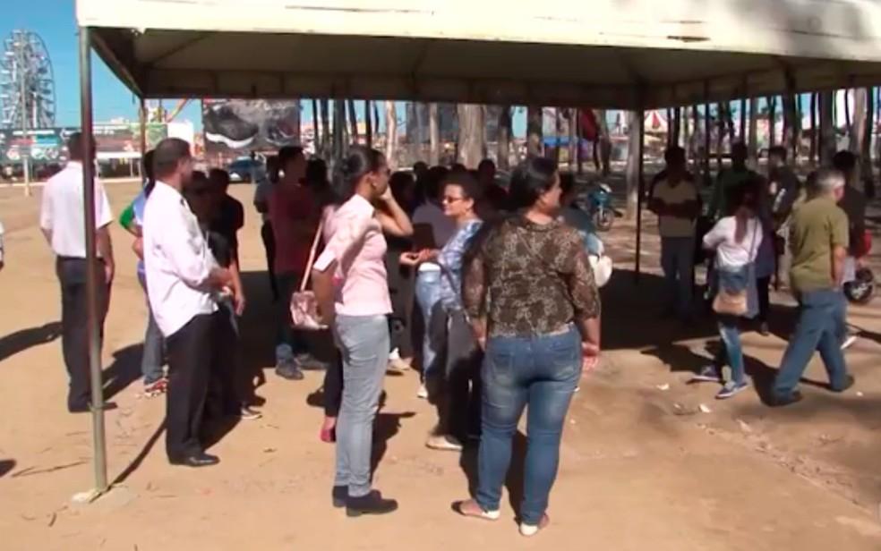 Alunos reclamaram de mudança de local sem aviso prévio  (Foto: Reprodução/TV Sudoeste)