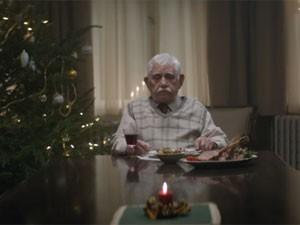 Pai faz de tudo para rever os filhos no comercial de Natal (Foto: Reprodução/YouTube/Edeka)