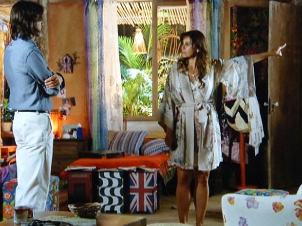 Natália expulsa Reinaldo de casa (Foto: Flor do Caribe / TV Globo)