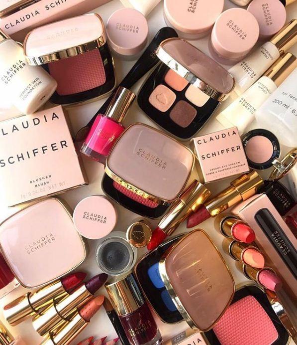 Claudia Schiffer lança coleção de maquiagem em edição limitada (Foto: Divulgação)