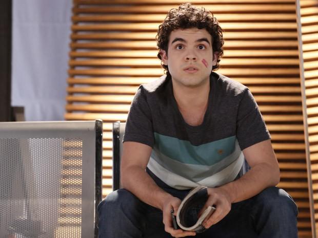 Bernardo fica hipnotizado por Elisa (Foto: Ellen Soares / Gshow)
