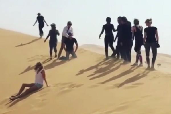 O vídeo polêmico protagonizado por Rod Stewart (Foto: Reprodução)