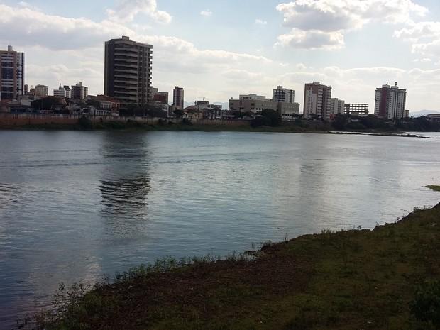 Rio Paraíba do Sul está enfrentando a pior crise hídrica da história  (Foto: Dulcides Netto/G1)