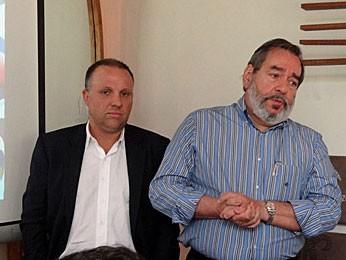 Alexandre Martins, da Rede Ponto Certo, e Fernando Bandeira, da Urbana-PE, apresentaram detalhes do sistma (Foto: Katherine Coutinho / G1)