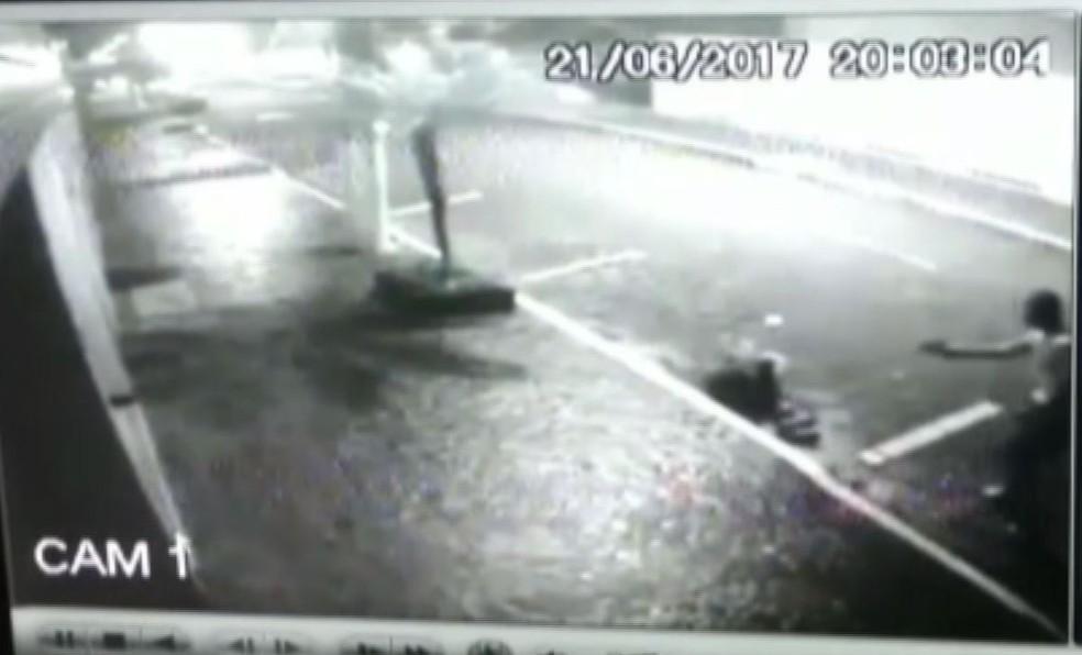 Policial reagiu ao assalto e matou o adolescente (Foto: Reprodução/G1)