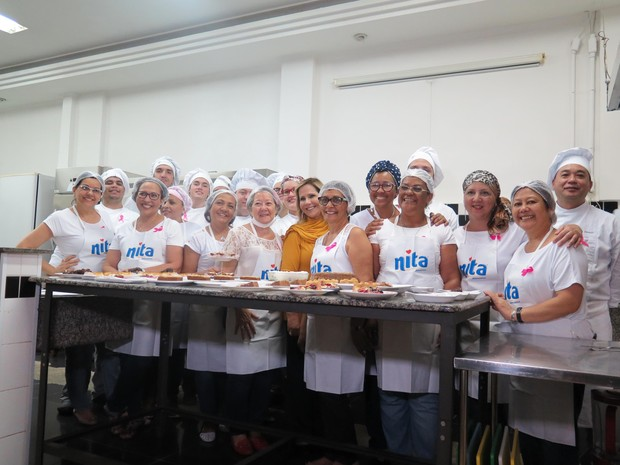 Parte do grupo que participa do concurso gastronômico (Foto: Mariane Rossi/G1)