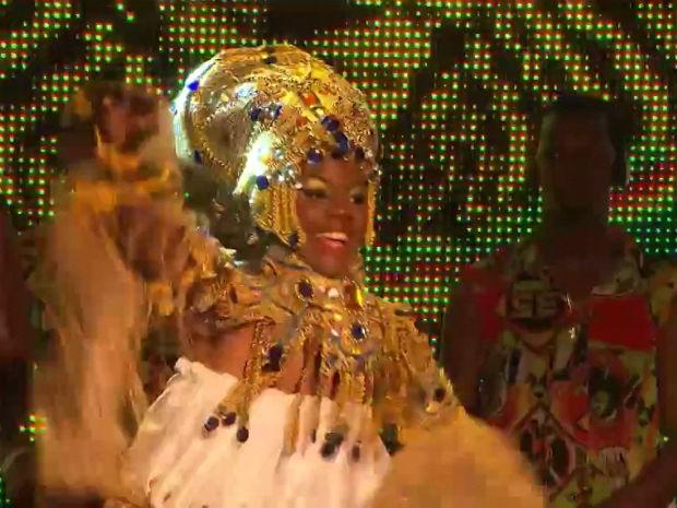 Larissa Santos Oliveira Moreira, de 18 anos, foi eleita a rainha do bloco afro Muzenza (Foto: Reprodução/TV Bahia)