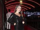 Com modelito fatal, Alfradique fisga ator em baile de carnaval no Rio