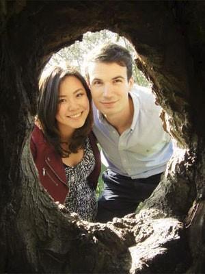 O casal Elaine Teoh e Emiel Mahler trabalhou junto em uma empresa do setor financeiro, segundo o canal de notícias australiano ABC. Elaine nasceu na Malásia, e Emiel era cidadão holandês (Foto: Reprodução/Facebook/Fiona Lim)