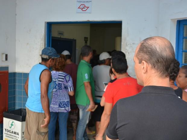 Fila de pacientes à espera da vacina na manhã desta quinta(26) no CS São José, em Campinas (Foto: Fernando Evans/G1)