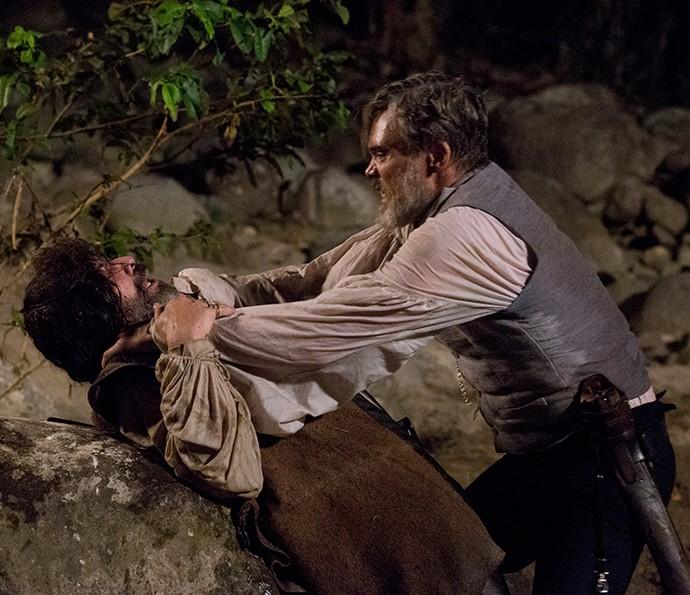 Raposo luta com Mão de Luva (Foto: Ellen Soraes)