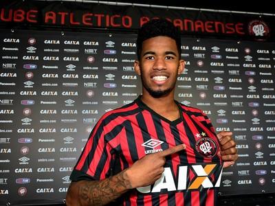 Atacante Ewandro; Atlético-PR (Foto: Site oficial do Atlético-PR/Divulgação)