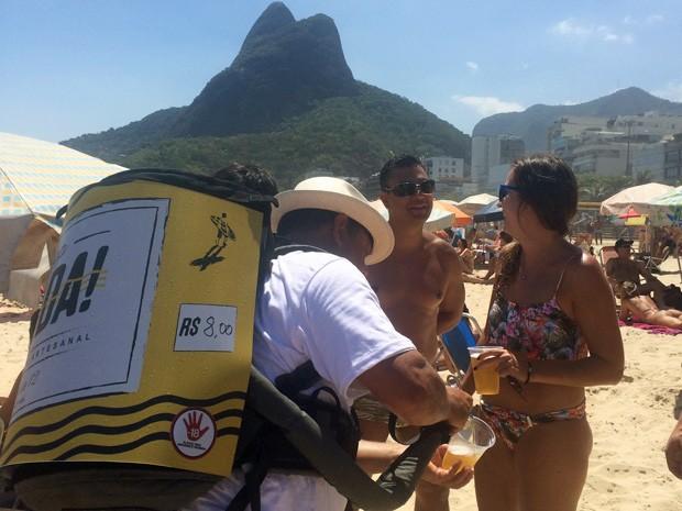 Venda da Irada! na praia do Leblon começou em dezembro (Foto: Divulgação / Irada!)