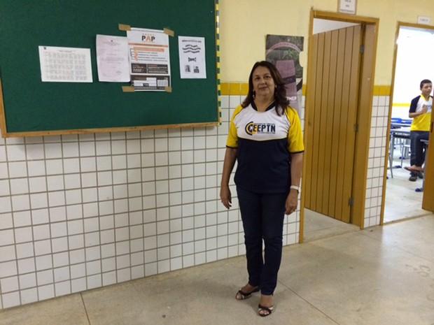 Magneide Fontoura, diretora do diretora da Escola Estadual Presidente Tancredo Neves, desempenho ruim no Enem é reflexo do pouco interesse dos alunos no estudo (Foto: Marcella Centofanti/G1)