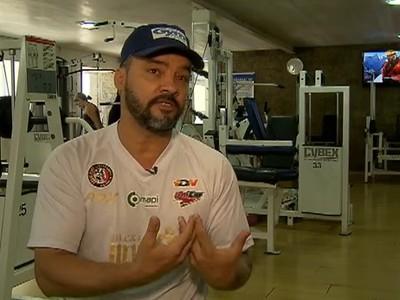 André Benkei é a favor da desidratação, mas admite mal à saúde da prática (Foto: Reprodução SporTV)