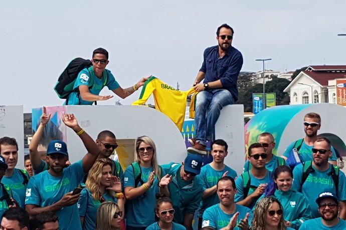 Paulinho Vilhena na recepção dos atletas paralímpicos na Praça Mauá (Foto: Leonardo Filipo)