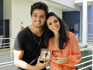 Rodrigo Simas e Claudia Ohana (Foto: Domingão do Faustão/TV Globo)
