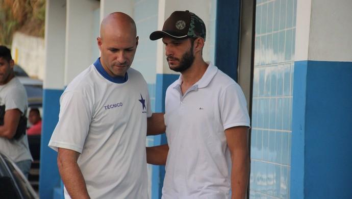 Danilo Rios se despede de Paulo Morgado (Foto: Marcos Dantas)
