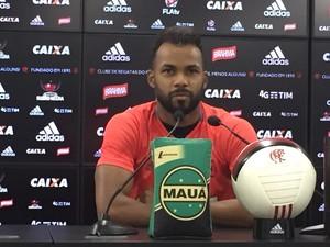Fernandinho, coletiva, Flamengo, Ninho do Urubu (Foto: Gustavo Rotstein/GloboEsporte.com)