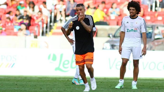 Taison participou recentemente de jogo festivo de D'Alessandro no Beira-Rio (Foto: Lucas Uebel/Divulgação)