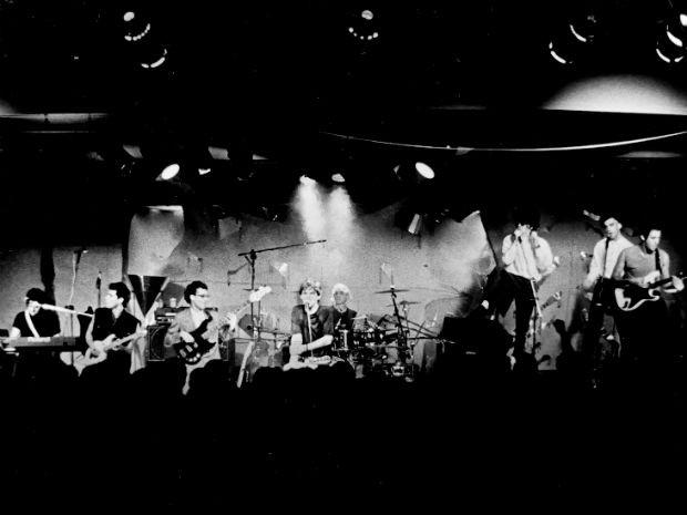 Os Titãs no palco em show de lançamento do disco Cabeça dinossauro (Foto: Fabiana Figueiredo/Warner/Divulgação)
