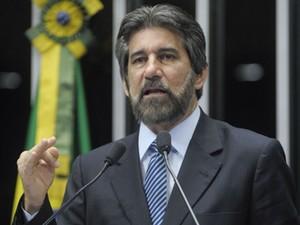 O presidente do PMDB, Valdir Raupp (PMDB-RO), em discurso no Senado nesta segunda (12) (Foto: Moreira Mariz/Ag.Senado)