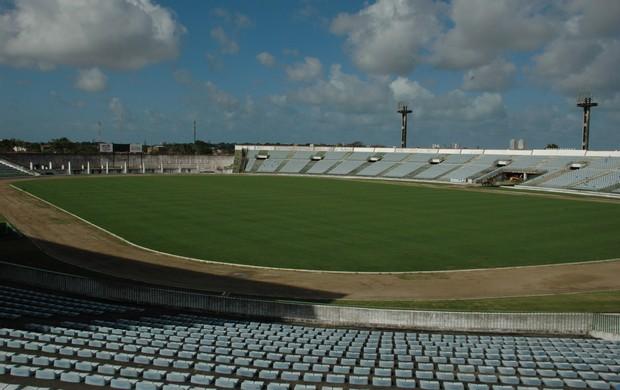 Estádio Almeidão, reforma do gramado (Foto: Lucas Barros)