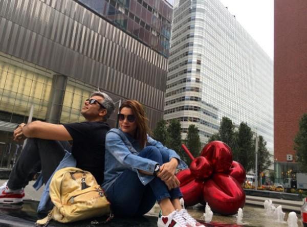 Flávia e Otaviano foram ver a exposição de Jeff Koons em Nova York (Foto: Reprodução/Instagram)