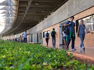 Corredor do Instituto Central de Ciências da Universidade de Brasília, conhecido como Minhocão (Foto: Isa Lima/UnB Agência)