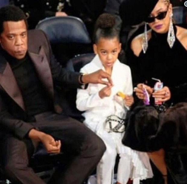 Jay-Z, Blue Ivy e Beyoncé (Foto: Twitter Reprodução)